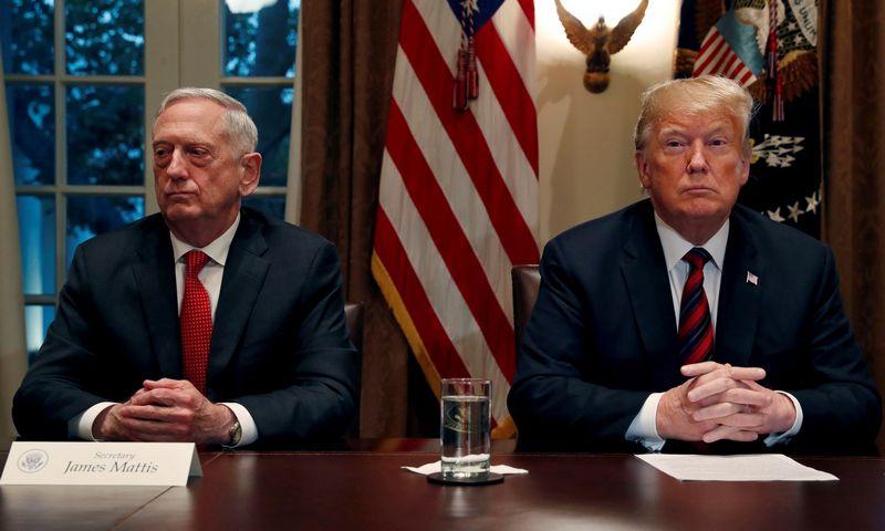 """Generolas J. Mattisas ir prezidentas D. Trumpas. Leah Millis, (""""Reuters""""/""""Scanpix"""") nuotr."""