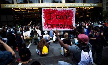Režisierius S. Lee apie protestus JAV: jei paliksi puodą ant viryklės, jis užvirs