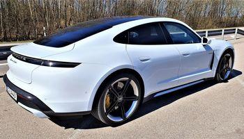"Elektromobilis pagal ""Porsche"" standartus"