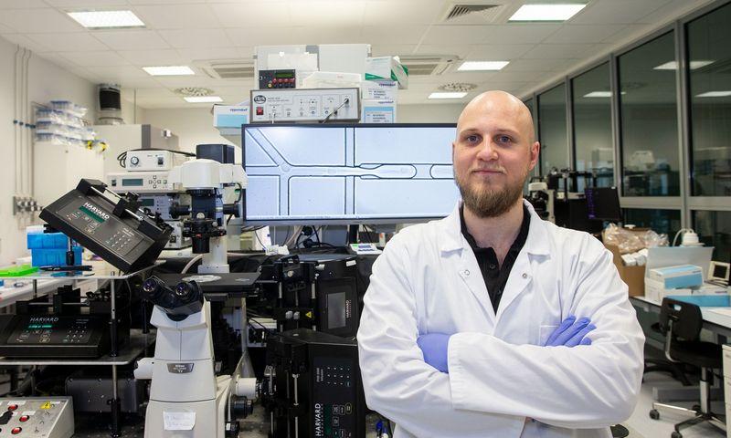 """""""Mane domina mokslo ir verslo strategijų derinimas"""", – sako Emilis Gegevičius, didmeninės prekybos maisto produktais UAB """"Amerata"""" verslo plėtros vadovas, mikrotechnologijų sektoriaus biologas-tyrėjas. Juditos Grigelytės (VŽ) nuotr."""