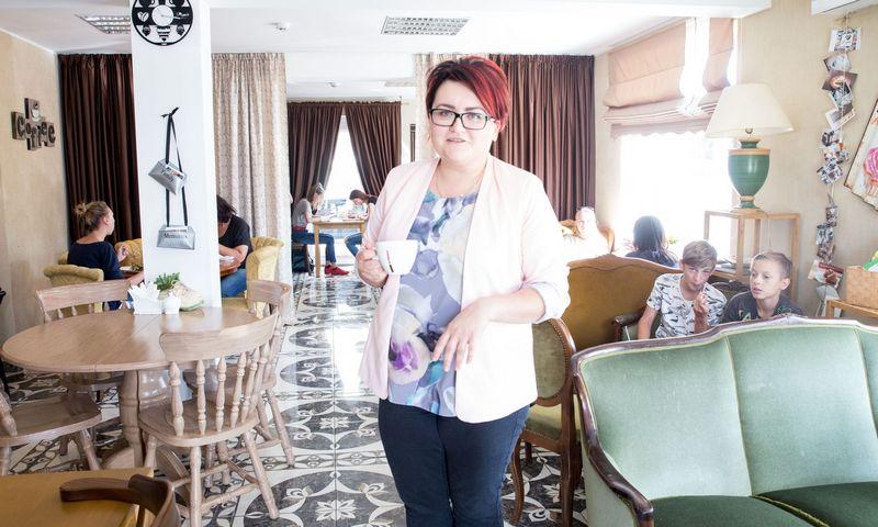 """Laura Viduolytė-Pupelienė, kavinės """"Pupelė"""" Rokiškyje direktorė. Juditos Grigelytės (VŽ) nuotr."""