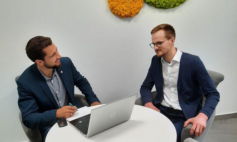 """Emilis Markulis (kairėje) ir Benas Dobrikas, """"Getfix"""" įkūrėjai. Bendrovės nuotr."""