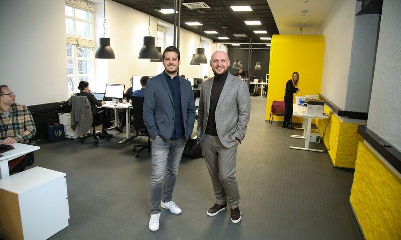 """Eimantas Sabaliauskas (kairėje) ir Tomas Okmanas """"Tesonet"""" įkūrėjai. Vladimiro Ivanovo (VŽ) nuotr."""