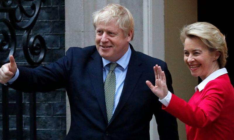 """Borisas Johnsonas, JK premjeras, ir Ursula von der Leyen, Europos Komisijos pirmininkė, tikisi derybų proveržio. Tolgos Akmen (AFP / """"Scanpix"""") nuotr."""