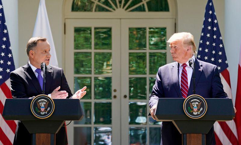 "Andrzejus Duda, Lenkijos prezidentas, ir Donaldas Trumpas, JAV prezidentas. Kevino Lamarque (""Reuters / ""Scanpix"") nuotr."