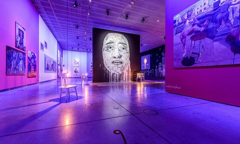 """MO muziejaus paroda """"Kodėl taip sunku mylėti"""". Ryčio Seskaičio/MO muziejus nuotr."""