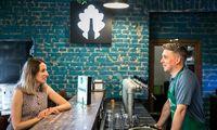 """Vasarą darbo pokalbius """"Bitė"""" perkelia į kavines ir barus: per pusdienį – daugiau kaip 150 kandidatų"""