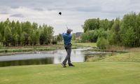 Golfo entuziastai:žaisti golfą nėrabrangu