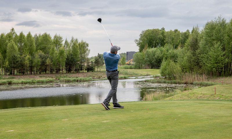Lietuvoje golfo sezonas trunka 7–8 mėnesius, narystė klube kainuoja nuo 500 iki 1.000 Eur, o žaisti galima neribotą laiką. Juditos Grigelytės (VŽ) nuotr.