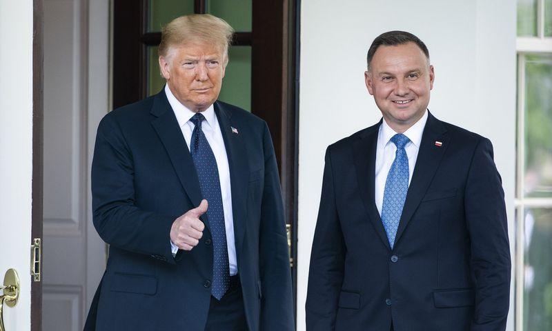 """Donaldas Trumpas, JAV prezidentas, ir Andrzejus Duda, Lenkijos prezidetas.  Jimo Loscalzo (ZUMA / """"Scanpix"""") nuotr."""