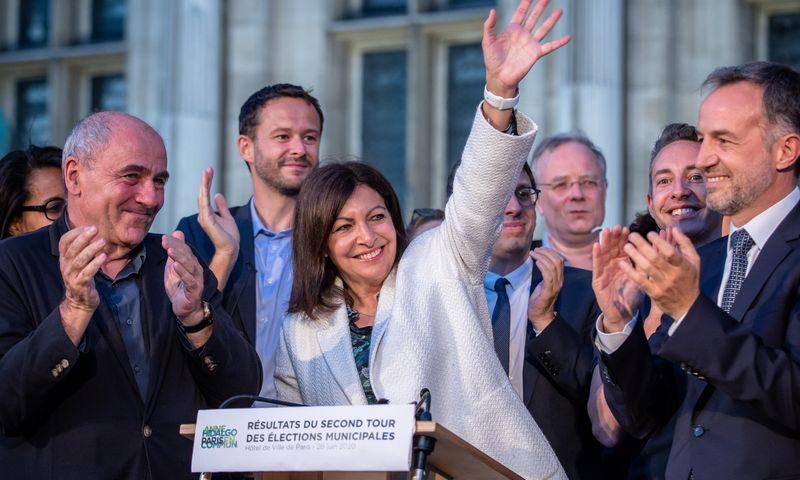 """Paryžiaus merė Anne Hidalgo laimėjo antrą kadenciją. Aurelien Morissard (""""Xinhua""""/ZUMAPRESS/""""Scanpix"""") nuotr."""