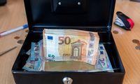 Dvigalvis valstybinis bankas: valdančiųjų argumentai ir rinkos kritika