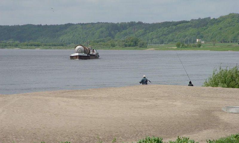 VVKD deklaruoja, kad laivyba Nemunu gali sumažinti vilkikais į Klaipėdos uostą vežamų krovinių srautus. Algimanto Kalvaičio nuotr.