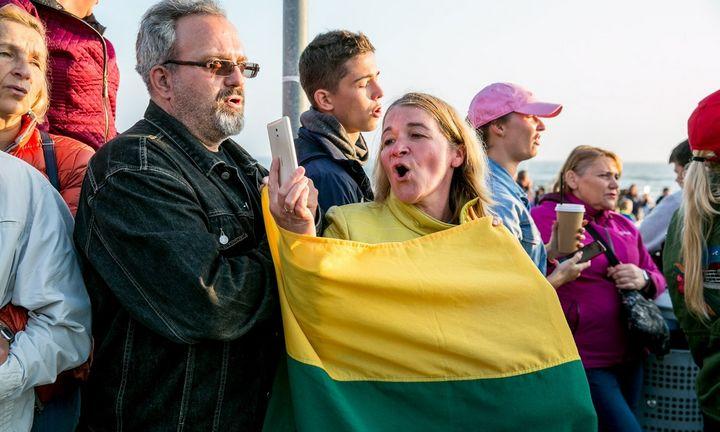 """Lietuviai visame pasaulyje susibūrė giedoti """"Tautišką giesmę"""""""