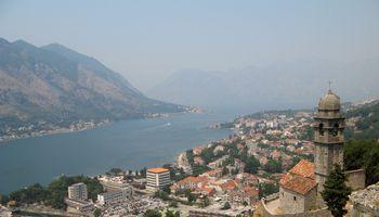 Turistinės kelionės į dalį Balkanų tampa rizikingomis arba keliančiomis sunkumų