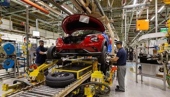 Automobilių gamintojai prašo atidėti naujų taršos standartų įsigaliojimą