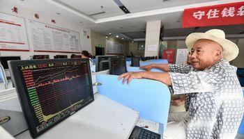 Kinijos laikraščiai patarė pirkti akcijas:biržos reaguoja raliu