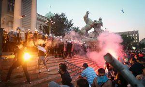 Belgrade protestai prieš kovos su koronavirusu priemones vėl virto susirėmimais