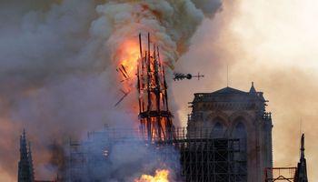 Diskusijos dėl Paryžiaus katedros baigtos – bus atkurta originali gotikinė smailė