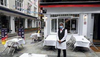 JK sumažino PVM viešbučiams ir restoranams, skatins valgyti ne namie