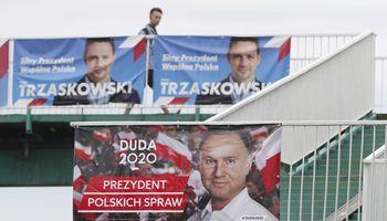 Balsavusiųjų apklausos: Lenkijos prezidento rinkimų laimėtojas kol kas neaiškus, abu kandidatai pasirodė apylygiai