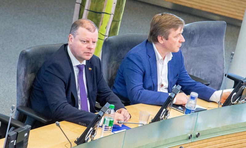 Saulius Skvernelis ir Ramūnas Karbauskis bus du pirmieji numeriai LVŽS kandidatų į Seimą sąraše. Juditos Grigelytės (VŽ) nuotr.