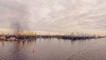Latvijoje sparčiai mažėja krovinių srautai