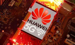 """Kinija apie JK sprendimą dėl """"Huawei"""": Didžioji Britanija tapo """"Amerikos apgaulės auka"""""""