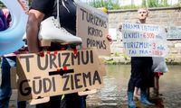 Turizmo darbuotojai protestavo dėl per menkos valstybės paramos
