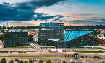 """Naujajame verslo centre """"Magnum"""" veikti pradeda unikalios koncepcijos """"Luminor"""" banko skyrius ir kitos įmonės"""