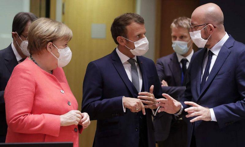 """Vokietijos kanclerė Angela Merkel, Prancūzijos prezidentas Emmanuelis Macronas ir Europos Vadovų Tarybos pirmininkas Charles'is Michelis. Stephanie Lecocq (AFP/""""Scanpix"""") nuotr."""
