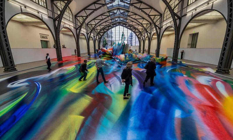 """Katharinos Grosse instaliacija Berlino """"Hamburger Bahnhof"""" šiuolaikinio meno muziejuje veiks iki 2021-ųjų sausio. Johno Macdougallo (AFP / """"Scanppix"""") nuotr."""