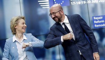 """""""Sutarta!"""", skelbia ES Vadovų tarybos pirmininkas Ch. Michelis"""