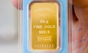 """Auksas """"išbandė""""aukštesnį nei 1.900 USD kainos lygį"""