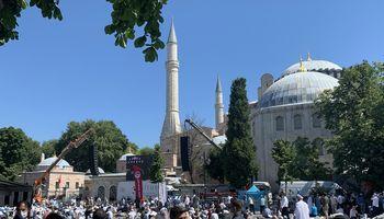 Mečete paverstame Sofijos sobore Stambule surengtosmusulmonų pamaldos