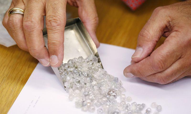 """1890-aisiais 90% visos pasaulio deimantų gamybos buvo """"De Beers"""" rankose. Dabar – trečdalis. Olivia Harris (""""Reuters""""/""""Scanpix"""") nuotr."""