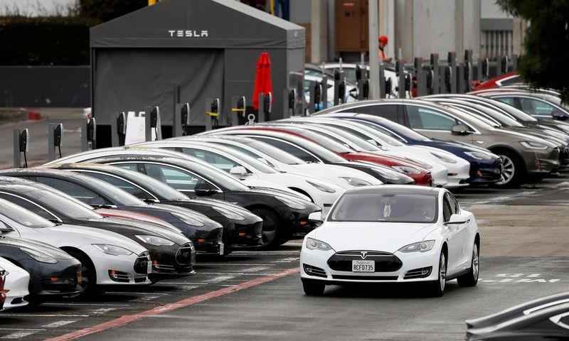 """Tesla Model S"" automobiliai. Stepheno Lamo (""Reuters"" / ""Scanpix"") nuotr."