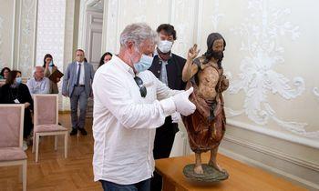 Kunigui R. Mikutavičiui priklausiusi skulptūra grįžta į Nacionalinį dailės muziejų