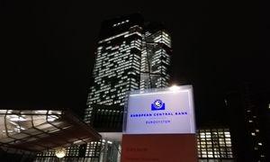 ECB prašo bankų dar ilgiau susiturėti nuo dividendų, mažinti kintamą atlygį