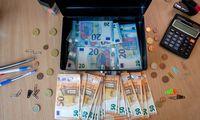 """Po lengvatinių """"Invegos"""" paskolų dalybų – atlyginimų šuolis iki 16.000 Eur"""