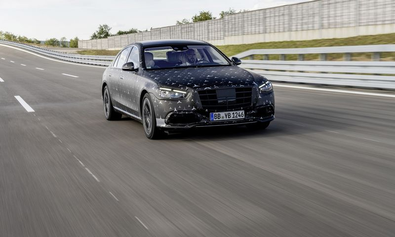 """Kaip įprasta, naujas S klasės """"Mercedes-Benz"""" turės ne vieną technologinę naujovę. """"Daimler AG"""" nuotr."""