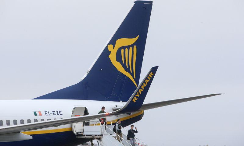 """Kauno oro uostas. Airijos pigių skrydžių oro linjų bendrovės """"Ryanair"""" lėktuvas. Vladimiro Ivanovo (VŽ) nuotr."""