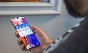 """""""Galaxy Note20"""" pristatytas: """"Samsung"""" viliasi, kad flagmanus pirks ir smunkant ekonomikai"""