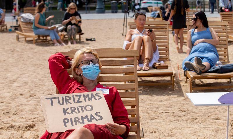 """Turizmo darbuotojų protestas """"Gelbėkime turizmą"""". Juditos Grigelytės (VŽ) nuotr."""