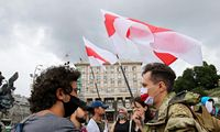 Minske prie Lietuvos ambasados buvo sulaikyta S. Tichanovskajos patikėtinė