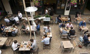 Valgyk ir padėk: Jungtinė Karalystė imasi priemonių maitinimo verslui gelbėti