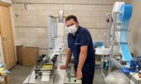 Pirmoji medicininių kaukių gamintoja didina apsukas, betantrosios bangos nelaukia