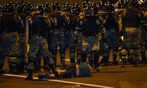 Po Baltarusijos prezidento rinkimų Minske prasidėjo protestuotojų ir milicijos susirėmimai