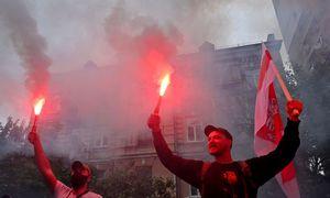 Laukia nerami naktis: baltarusiai vėl renkasi į gatves, prasidėjo sulaikymai