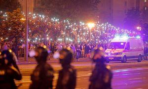 Protestai Baltarusijoje nerimsta: Minske kyla barikados, pranešama apie pirmą mirtį